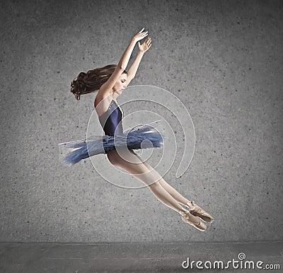 A bailarina salta