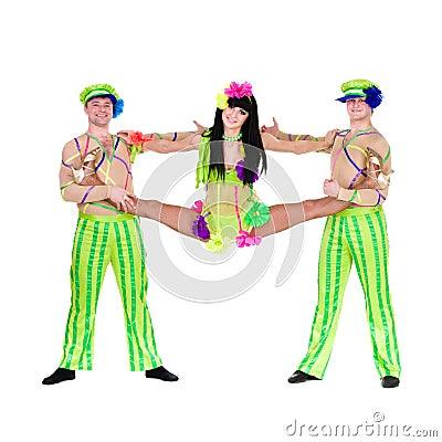 Bailarines del carnaval del acróbata que hacen fracturas