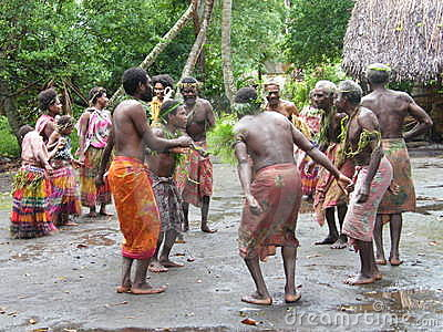 Bailarines nativos en Vanuatu Foto de archivo editorial