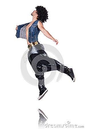 Bailarín del rap en pantalones anchos