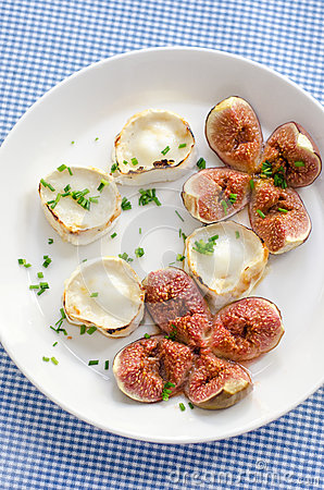 Free Baked Figs With Goats Cheese Royalty Free Stock Photo - 34265585