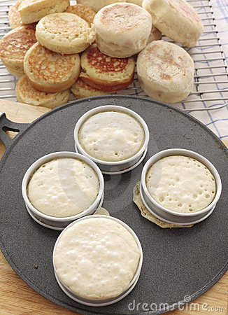 Free Baking Crumpets On A Griddle Stock Photo - 20508050
