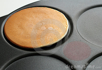 Baking pancakes on a crepe maker