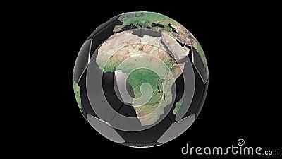 Balón de fútbol realista aislado en pantalla negra Animación en bucle 3d Mapa detallado del mundo sobre la pelota de fútbol negro stock de ilustración