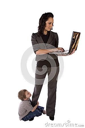 Balancierende Arbeit und Sohn