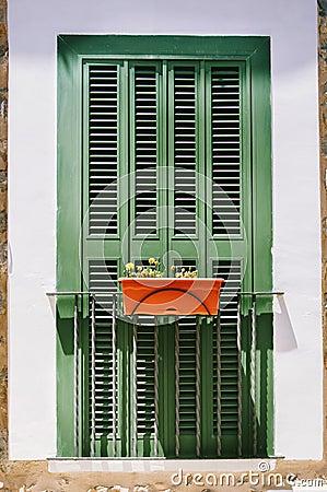 Balcone francese con la finestra chiusa fotografia stock - Finestra in spagnolo ...