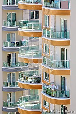 Balcones de edificios altos con las verjas de cristal - Balcones de cristal ...