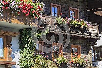 balkon mit blumenk sten lizenzfreie stockfotos bild. Black Bedroom Furniture Sets. Home Design Ideas