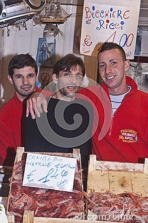 Ballaro, het verkopen van Palermo garnalen Redactionele Foto