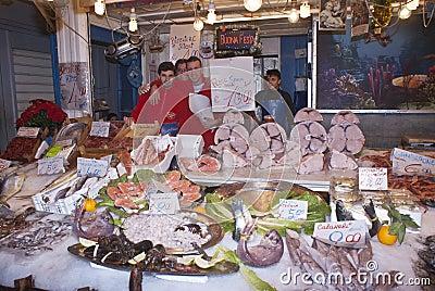 Ballaro Palermo som säljer fisken Redaktionell Foto