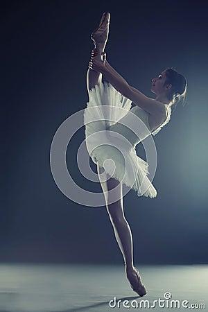Ballerina tiptoe split