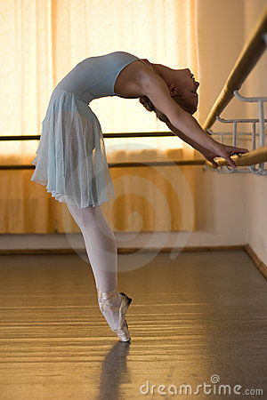 Free Ballerina In Ballet Class Royalty Free Stock Images - 6581699