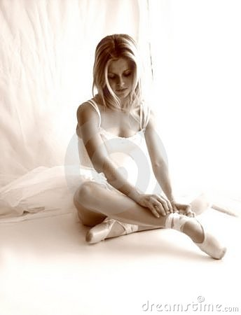 Free Ballerina Soft Focus Sepia Stock Photography - 164652