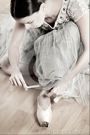 Free Ballerina Tying Pointe Shoes Royalty Free Stock Image - 49826436