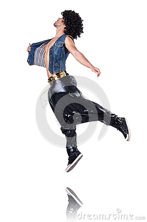 Ballerino di colpo secco in ampi pantaloni