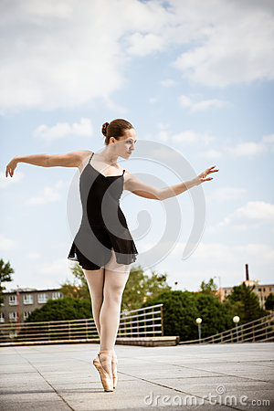 Free Ballet Dancer Dancing Outdoor Royalty Free Stock Photography - 65218947