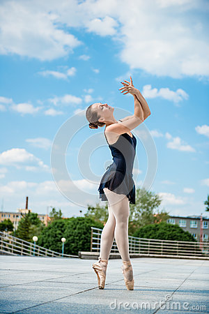 Free Ballet Dancer Dancing Outdoor Royalty Free Stock Photos - 65218958