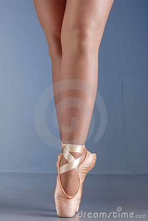 Ballet dancer feet on pointes