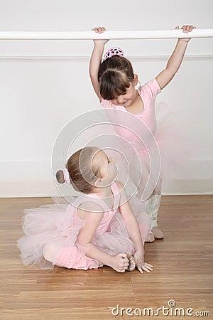 Free Ballet Dancers Stock Photos - 46478443