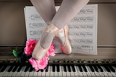 Ballet Legs in Pointe on Piano