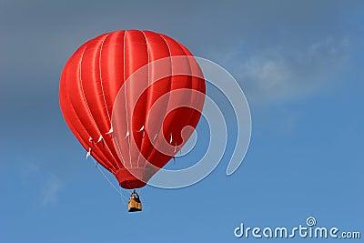 Ballon à air d un rouge ardent