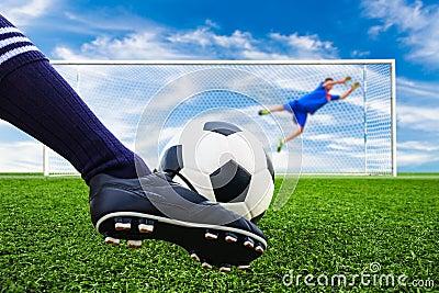 ballon de football de tir de pied au but photos stock image 37728513. Black Bedroom Furniture Sets. Home Design Ideas