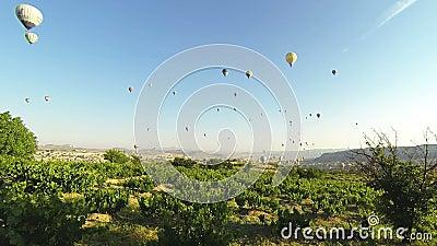 Ballons à air dans la temps-faute de Cappadocia banque de vidéos