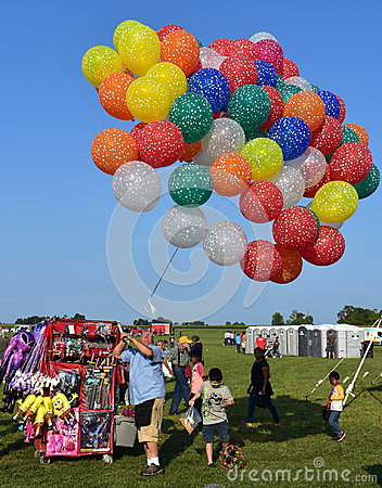 Free Balloon Seller At Hot Air Balloon Festival Royalty Free Stock Images - 99184229