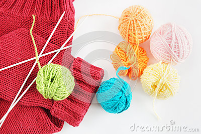 Balls of yarn and knitted cloth