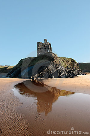 Free Ballybunions Castle On The Cliff Royalty Free Stock Photos - 8044158
