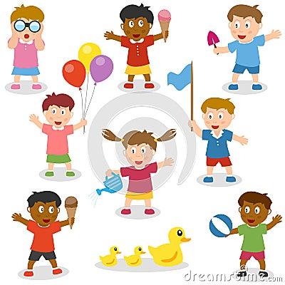 Bambini che giudicano gli oggetti impostati