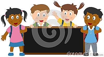 Bambini con l insegna della lavagna