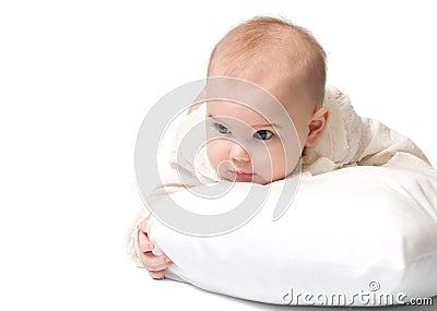 Bambino con un cuscino