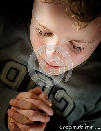 Bambino di preghiera