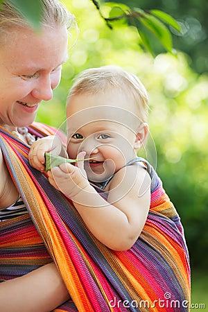 Bambino in imbracatura