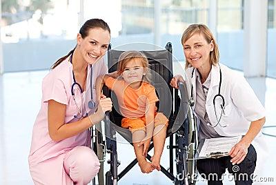 Risultati immagini per bambino sedia a rotelle
