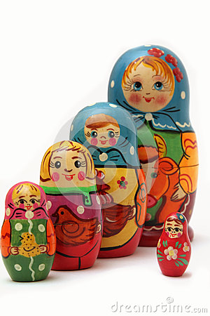Bambole di Matryoshka su priorità bassa bianca