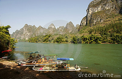Bamboo raft with li river landscape