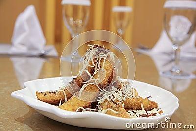 Banane frite avec du fromage