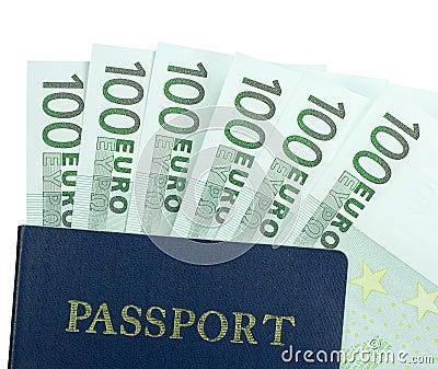 Banconota dell euro 100 e del passaporto