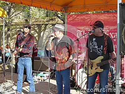 Bande de jazz au festival de fleur de cerise Image stock éditorial