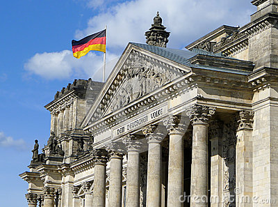 Bandeira de Alemanha em Reichstag que constrói Berlim