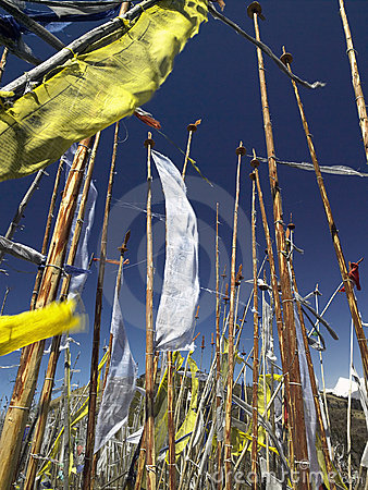 Bandeiras budistas da oração - reino de Bhutan