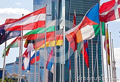 Bandeiras nacionais do país diferente
