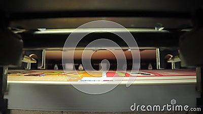Bandeja na máquina da tipografia da imprensa da cópia no trabalho filme