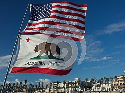 Bandiere 4 dello stato di California e degli Stati Uniti