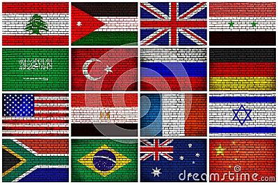 Bandiere su un muro di mattoni