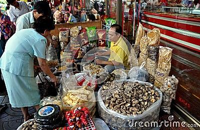 Bangkok, Thailand: Chinatown Food Vendor Editorial Stock Photo