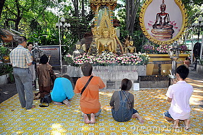 Bangkok, Thailand: People Praying at Thai Wat Editorial Stock Image