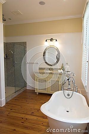 Banheiro luxuoso simples